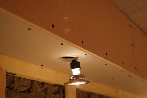 Salle d di e en ssol du r ve la r alisation la fin for Realisation faux plafond decoratif